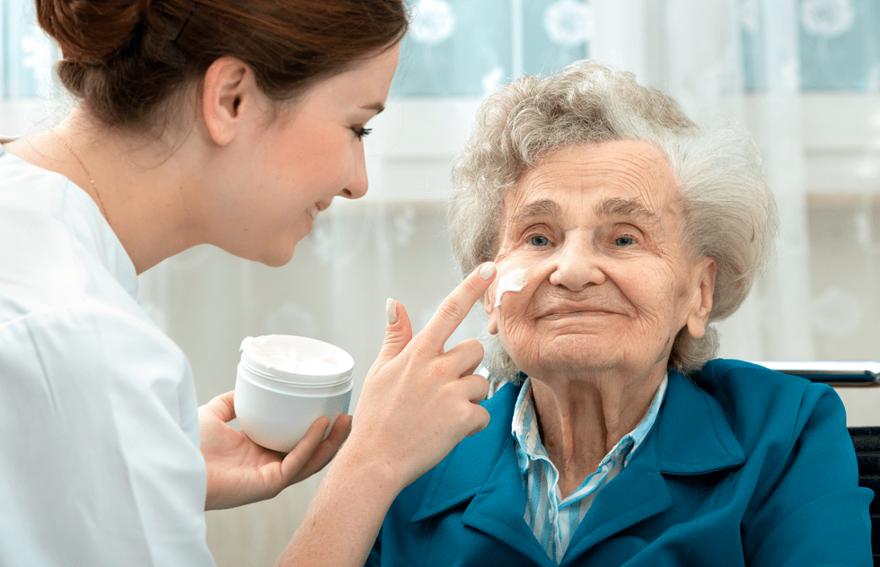 Reasons to Keep Your Elderly Loved One Out of The Nursing Home